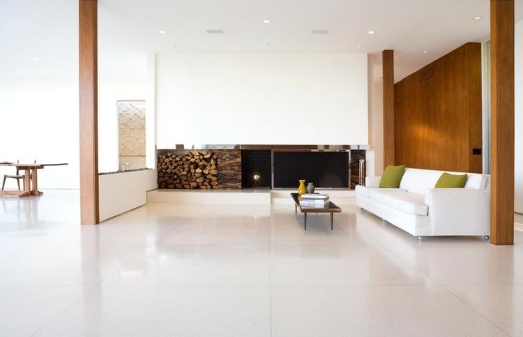 Weie 3D Beton Block Wand als Akzent im modernen Interieur