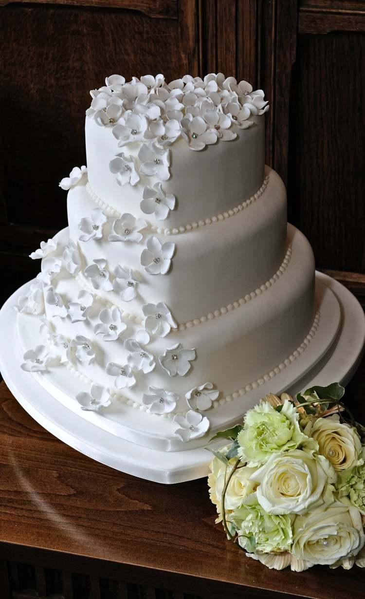 Die Hochzeitstorte als Herz gestalten fr Romantik pur
