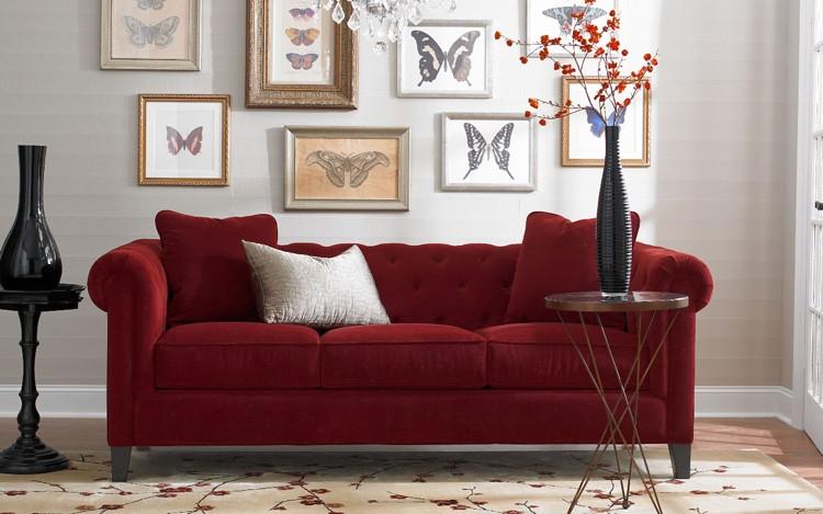 rote couch hellblaue wandfarbe weisse ziegelwand heller holzboden ... - Dunkelrote Wandfarbe Fr Wohnzimmer