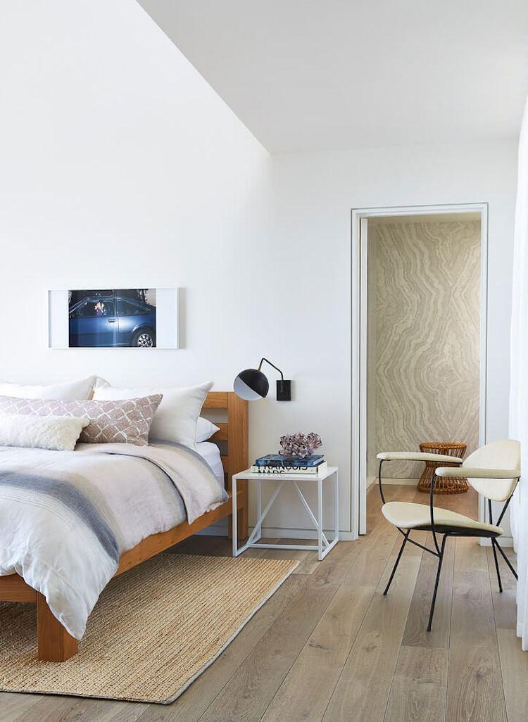 Boden in Holzoptik modern inszeniert  Strandhaus in Malibu