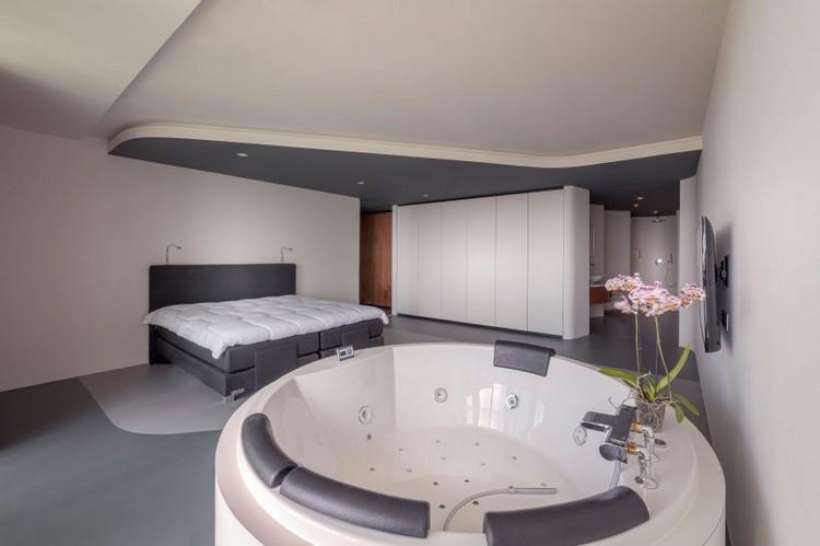 Modern wohnen in neutralen Farben  Eine Luxuswohnung mit Ausblick