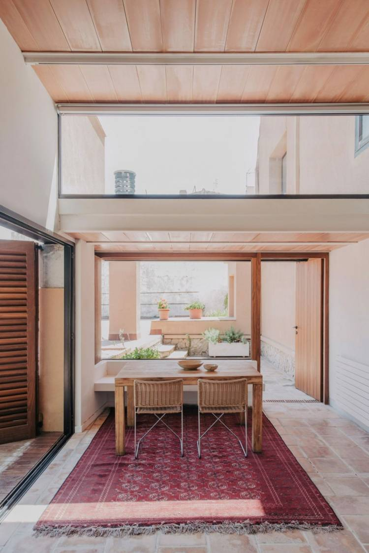 Küche Gestalten Mit Zugang Zur Terrasse Und Schiebefenstern