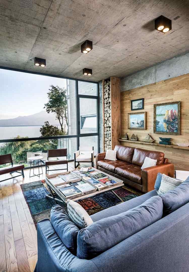 Glas und Beton prgen die Architektur eines Hotels mit Blick auf Vulkan