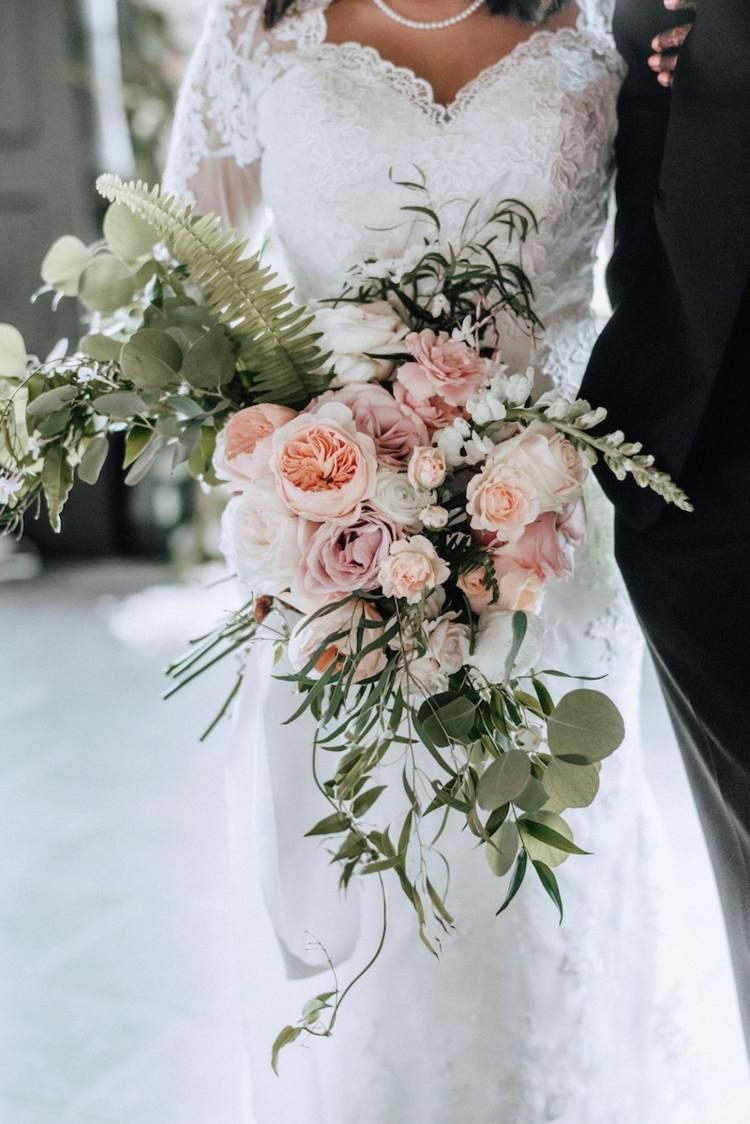Mit einem Brautstrau Wasserfall runden Sie Ihren unikalen