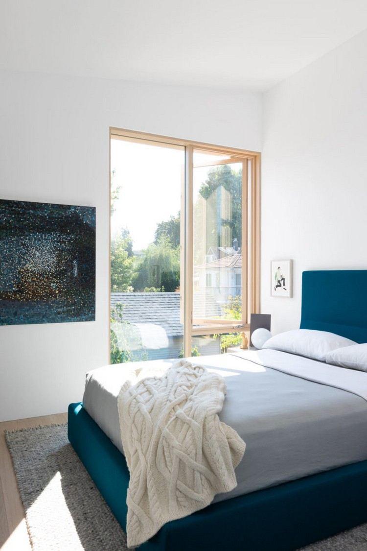 Zimmer Mit Dachschrge Optisch Vergrern Wohnzimmer Mit Groem Spiegel Kleine Rume Einrichten