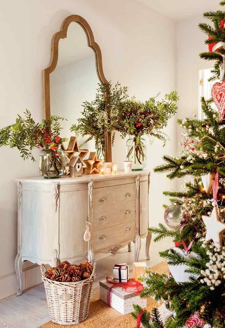 Flur weihnachtlich dekorieren Kommode im Landhausstil