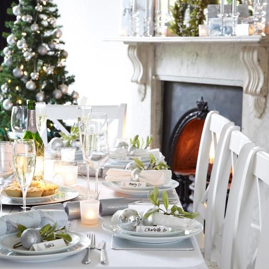 gallery of simple joyeux nol avec nos ides de dco de table pour nol with ide dco table noel blanc et or with dco table noel