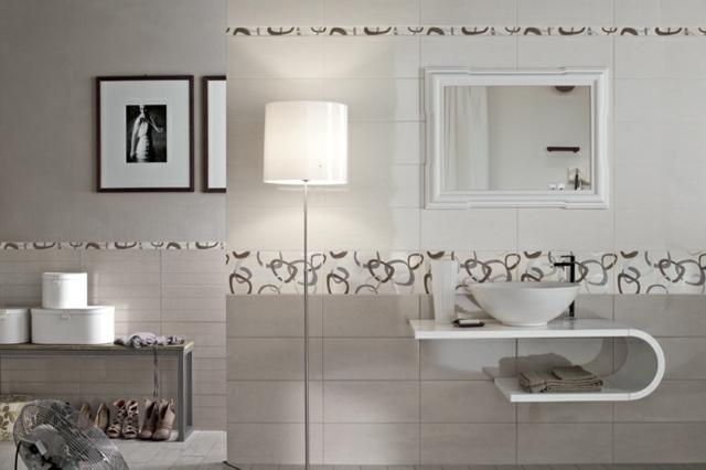 Carrelage mural salle de bains idees elegantes salle de bain for Carrelage salle de bain gris clair