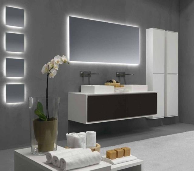 Miroir salle de bains lumineux de luxe par les top designers