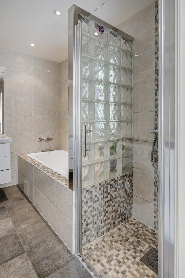 Petite salle de bains avec baignoire douche  27 ides sympas