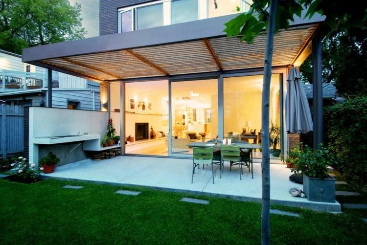 Terrasse couverte  30 ides sur lauvent en bois et la pergola