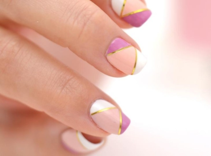 deco-ongles-bande-de-striping-tape-rose-blanc-vernis