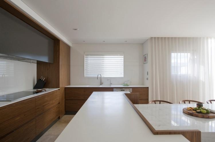 Plan de travail cuisine en blanc quartz ou Corian