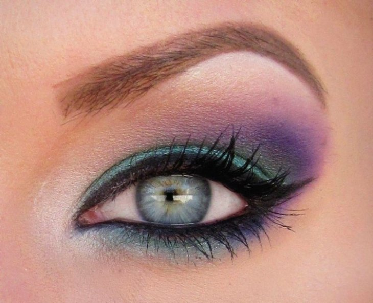 idees-maquillage-ete-mascara-eye-liner-ombre-paupières-pourpre-turquoise