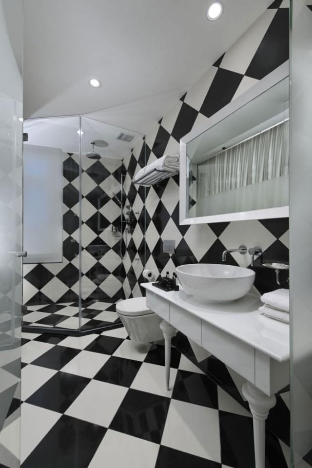Carrelage pour salle de bains  jeu de couleurs et formes