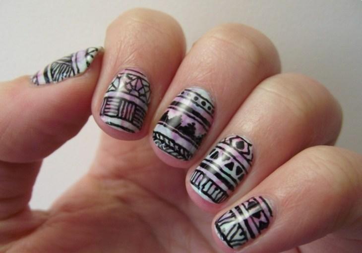 nail-art-motif-azteque-contours-noirs