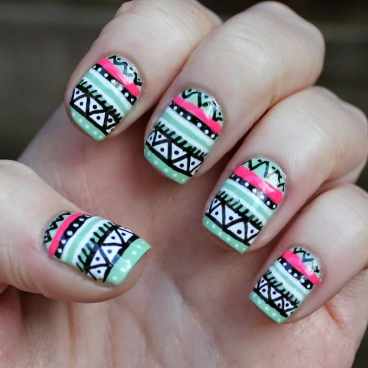 nail-art-motif-azteque-couleur-noir-vert-menthe