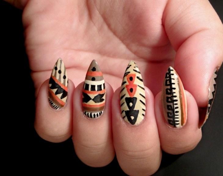 nail-art-motif-azteque-couleur-noire-orange