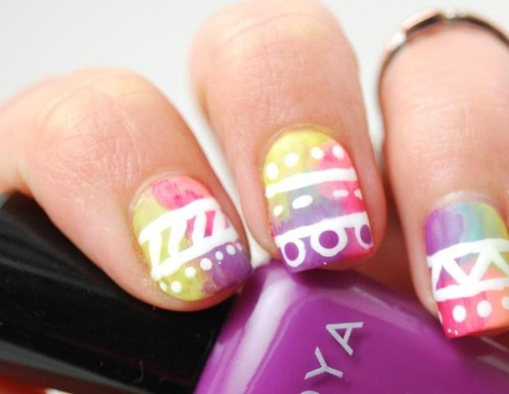 nail-art-motif-azteque-jaune-rose-violet