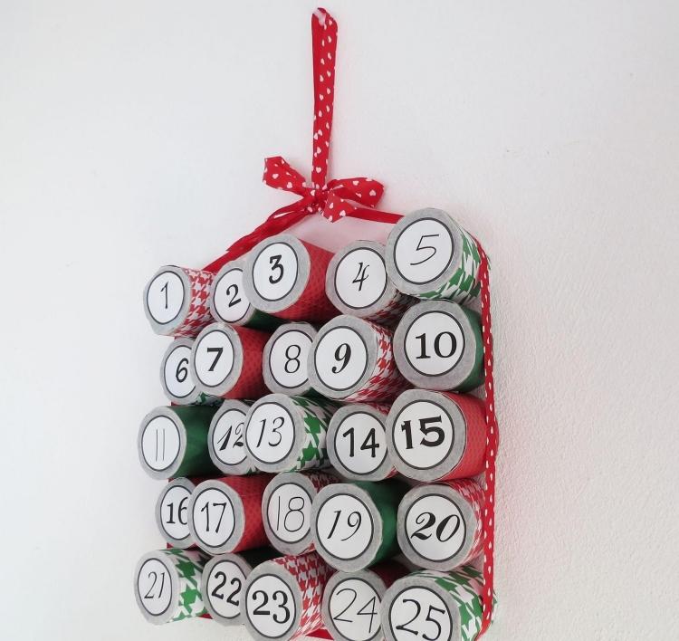 calendario avvento con rotoli di carta