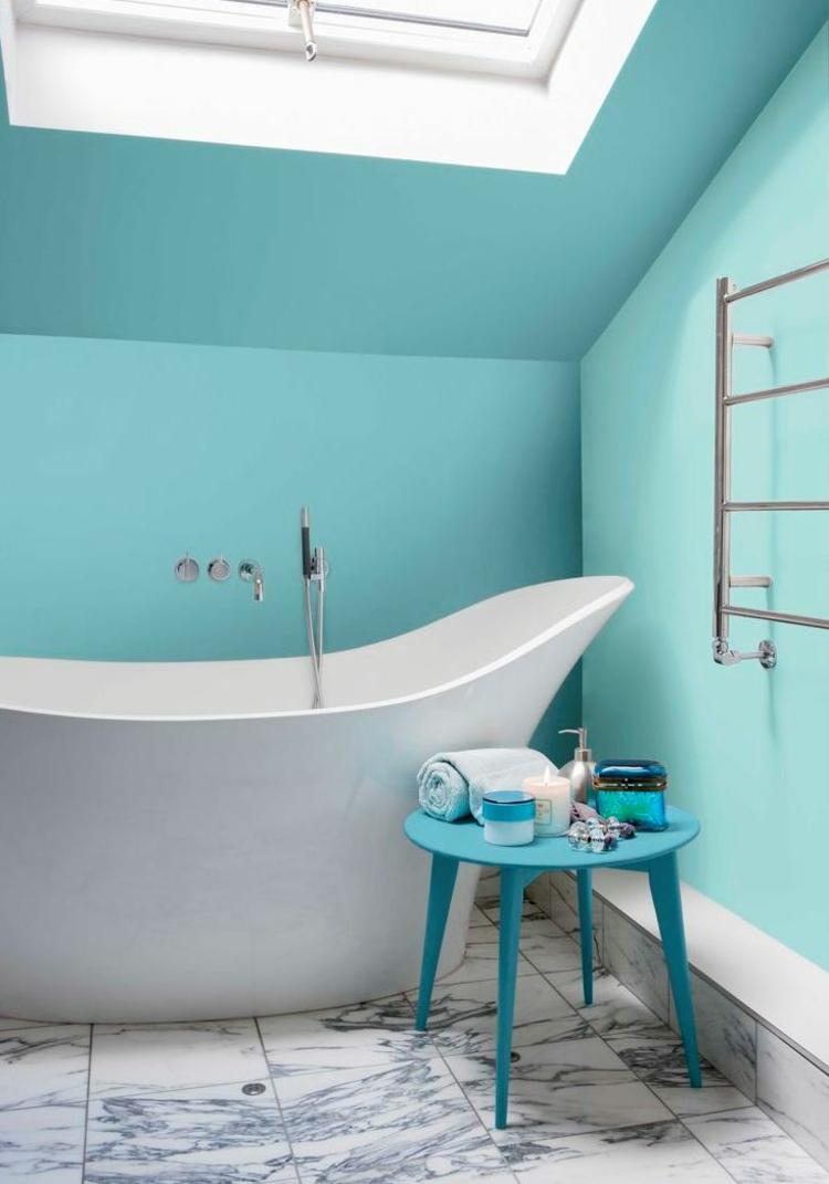 Couleur salle de bains  ides sur le carrelage et la peinture