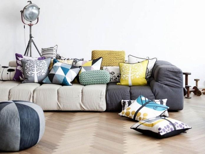 décoration salon coussins tissus couleurs motifs dépareillés