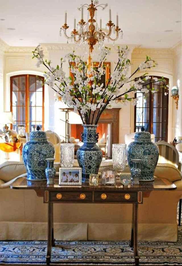 decoration-salon-branches-fleuries-vases-porcelaine-chinoise-tapis-motifs-bleus