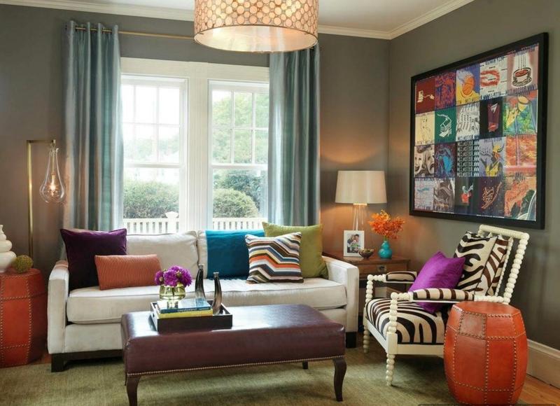 Dcoration de salon ides avec coussinstableaux et rideaux