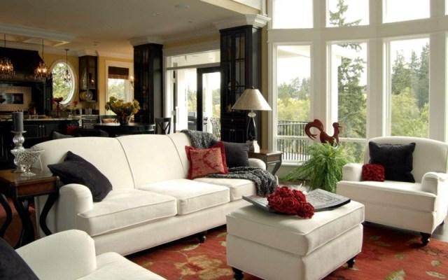 decoration-salon-meubles-blancs-rembourrés-coussins-noir-rouge-fougère
