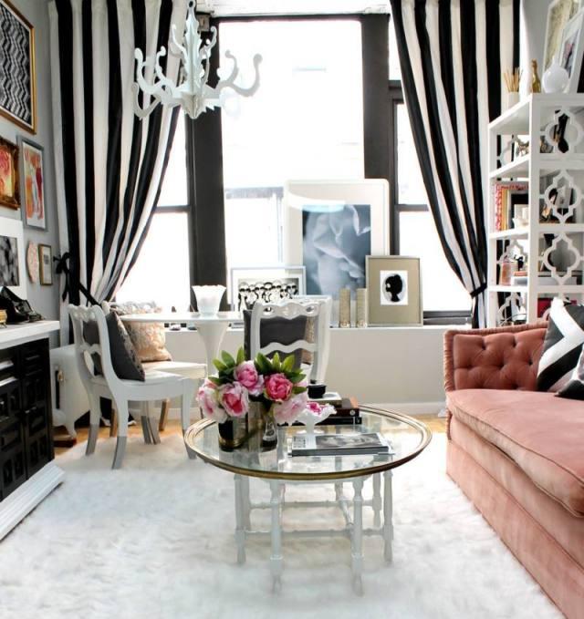 decoration-salon-table-base-verre-rideaux-rayés-noir-blanc-taois-shaggy-blanc