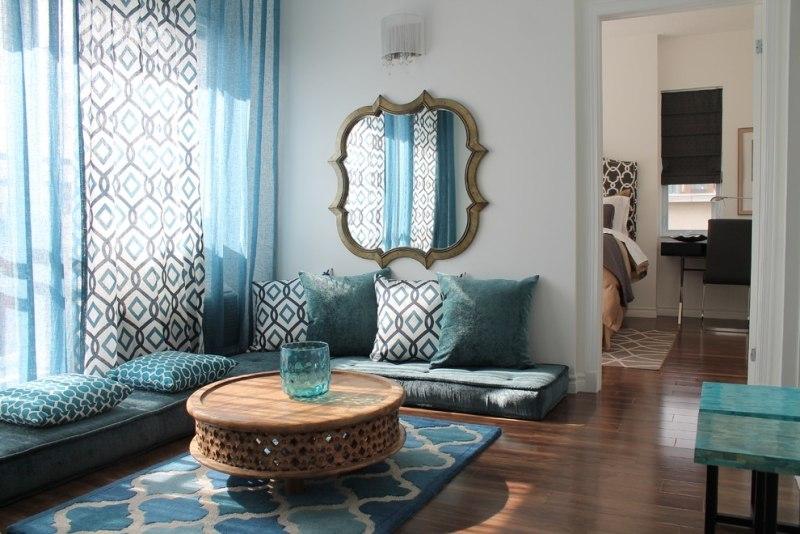 deco orientale cadre miroir coussins sol motifs traditionnels