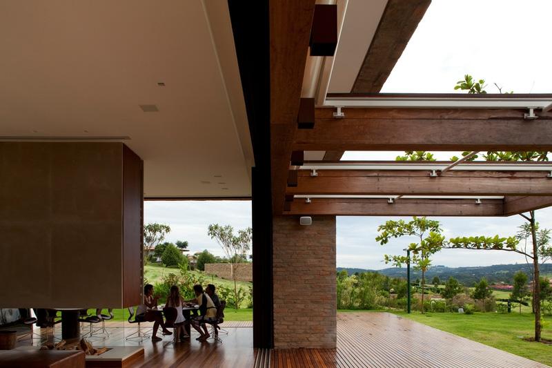 Parement brique et bois extrieur dune maison darchitecte