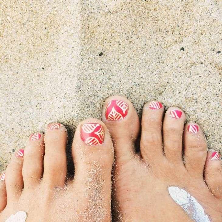 tatouages éphémères pieds-ongles-nail-art-motifs-dorés