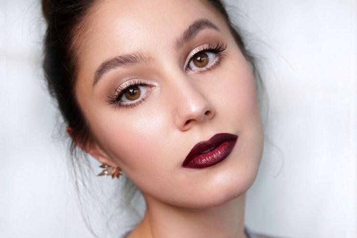 maquillage Saint-Valentin -dramatique-rouge-levres-bordeaux-eye-liner-mascara