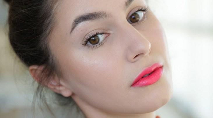 maquillage Saint-Valentin -rouge-levres-rose-bonbon-mascara
