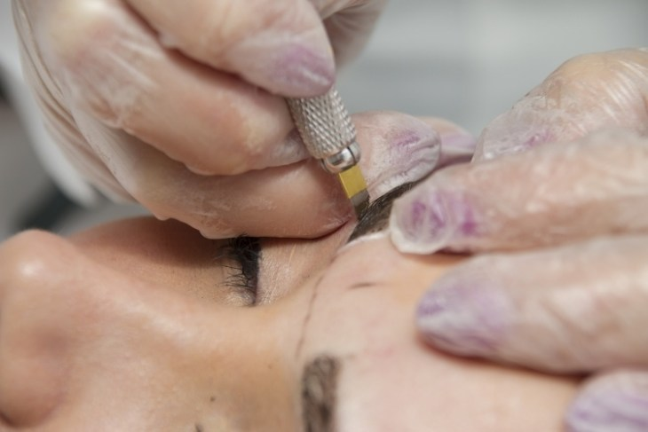 maquillage-permanent-sourcils-machine-tatouge-poils-ombrage