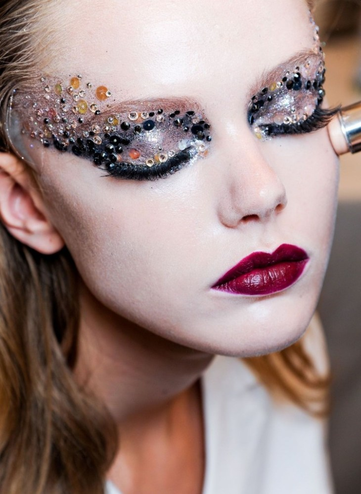 maquillage tendance 2016 sequins paillettes forme masque domino