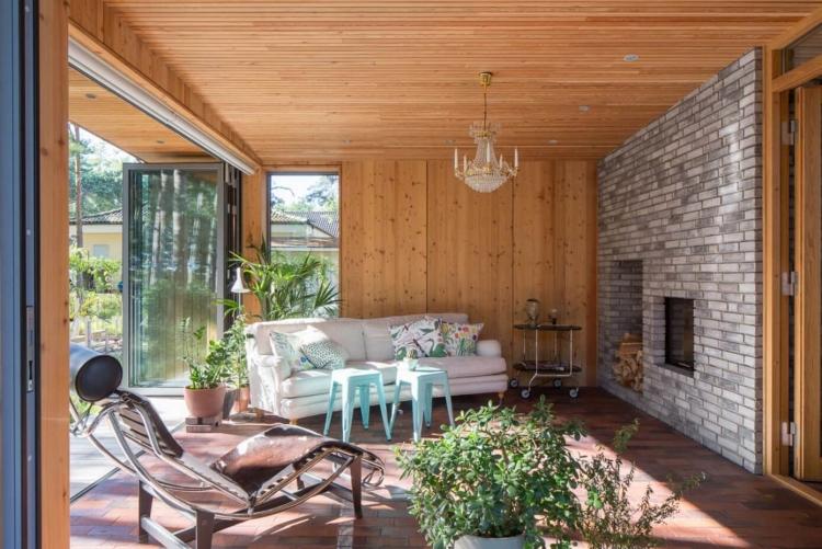 Bardage En Bois Extérieur Et Intérieur D'une Villa En Suède