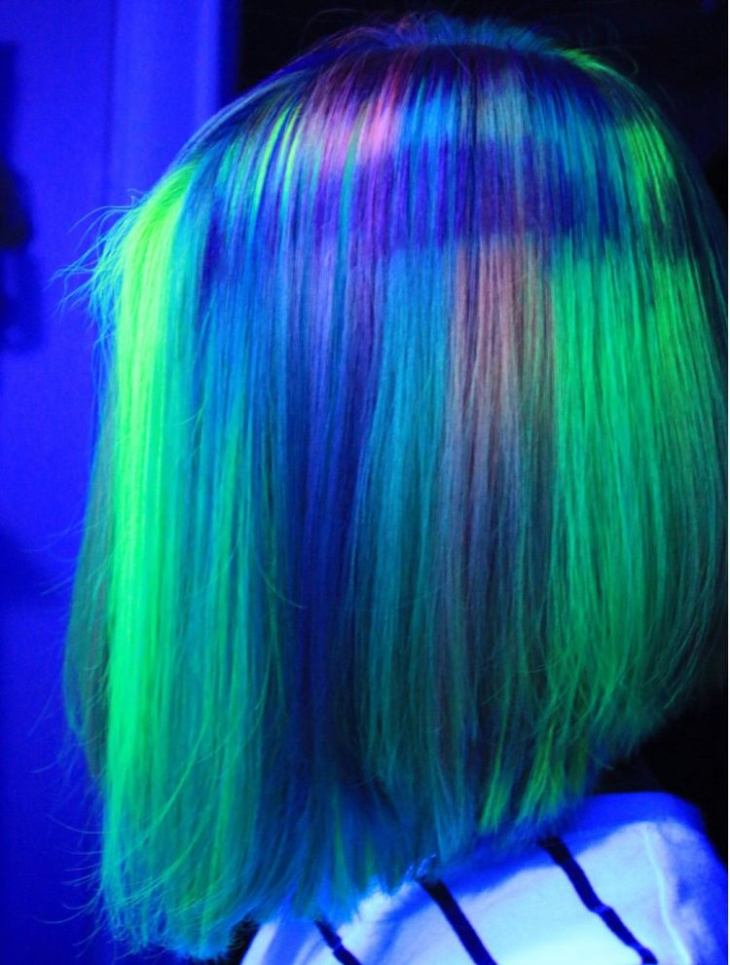 tendance coiffure -bob-mèches-couleurs-néon-coiffure-party