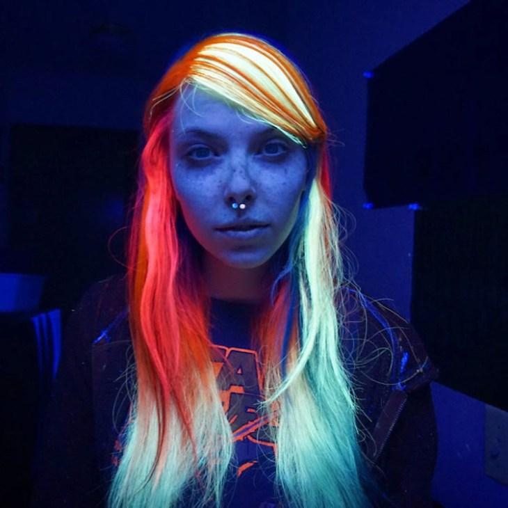 tendance coiffure -colorants-néon-mèches-idée-party