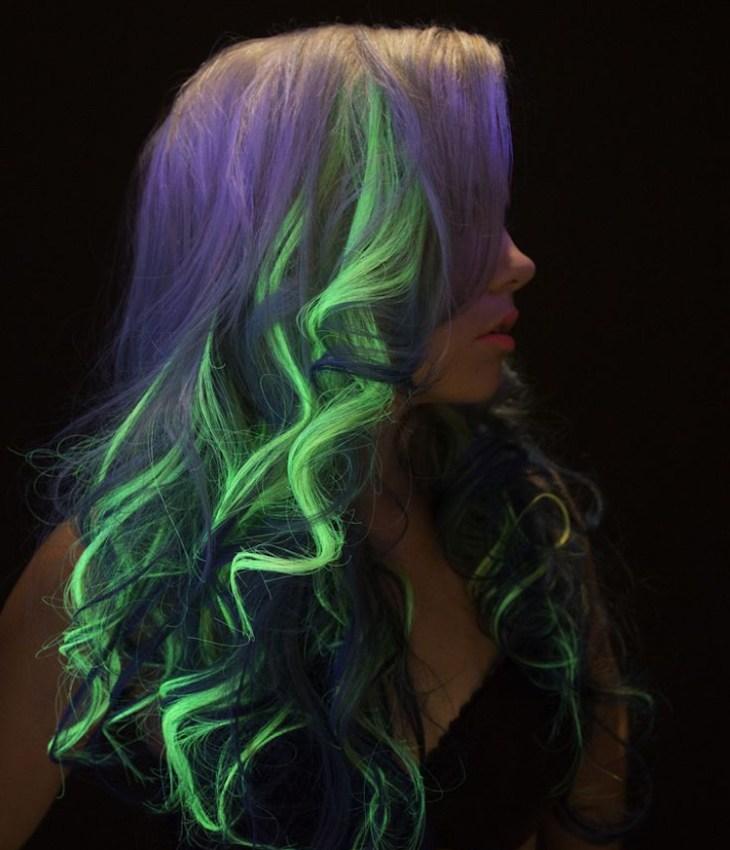 tendance coiffure -mèches-fluorescentes-vert-néon-lavande