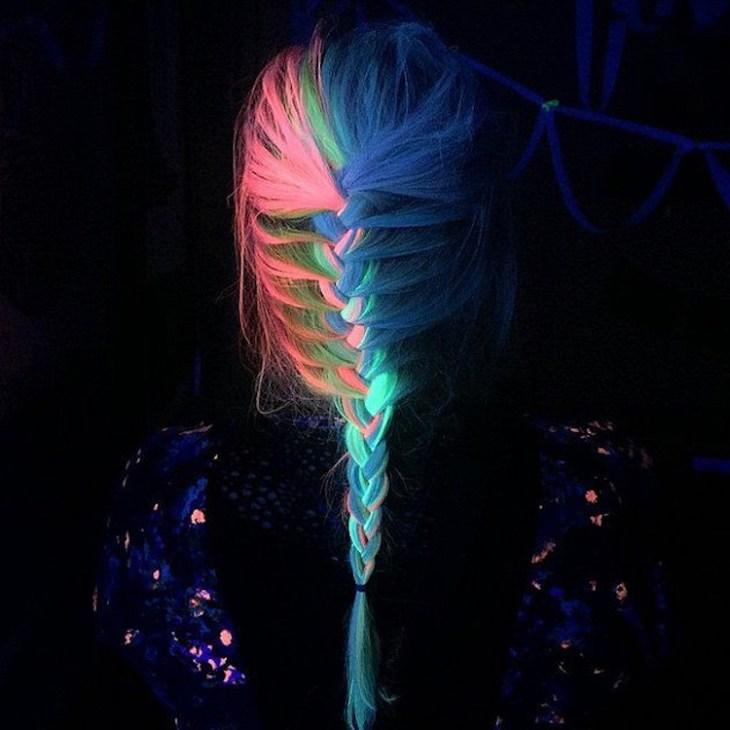 tendance coiffure -tresse-mèches-néon-orange-vert-party
