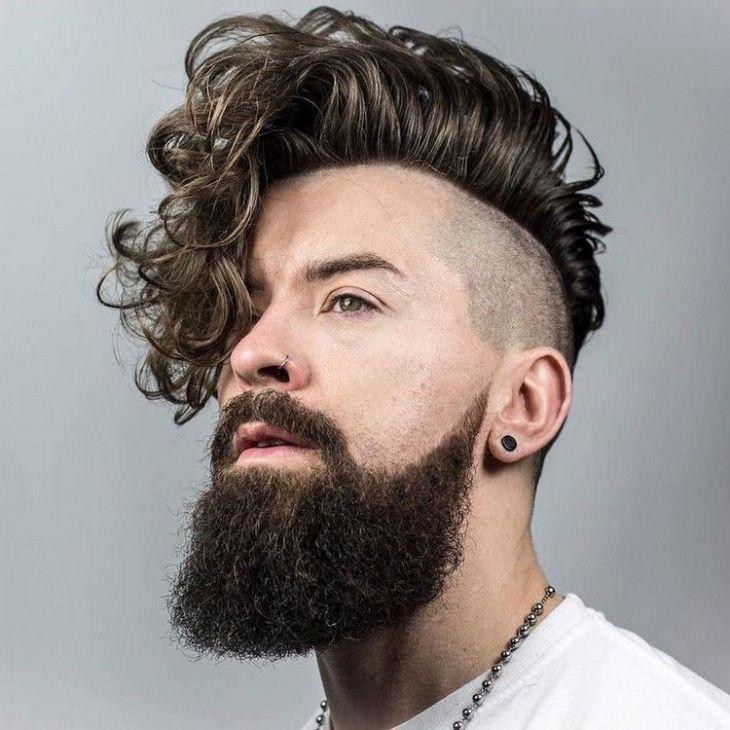 coiffure homme tendance -undercut-pompadour-cheveux-bouclés-barbe