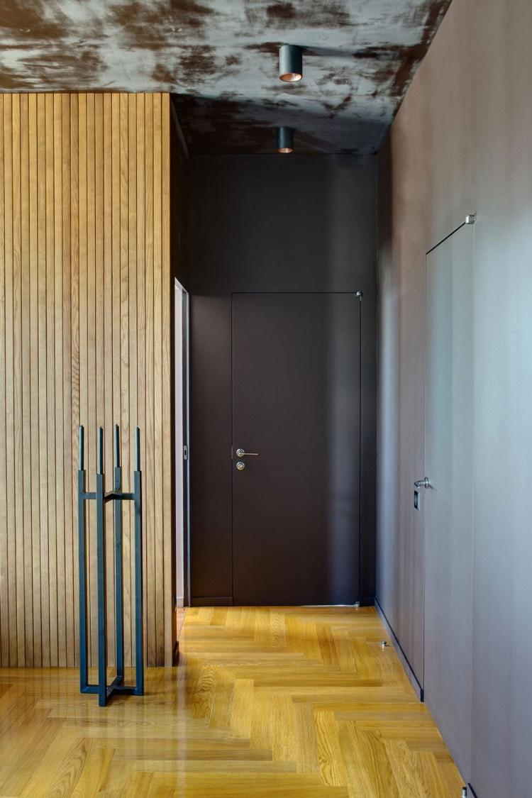 Intrieur clectique et dco plafond en peinture effet mtal rouill