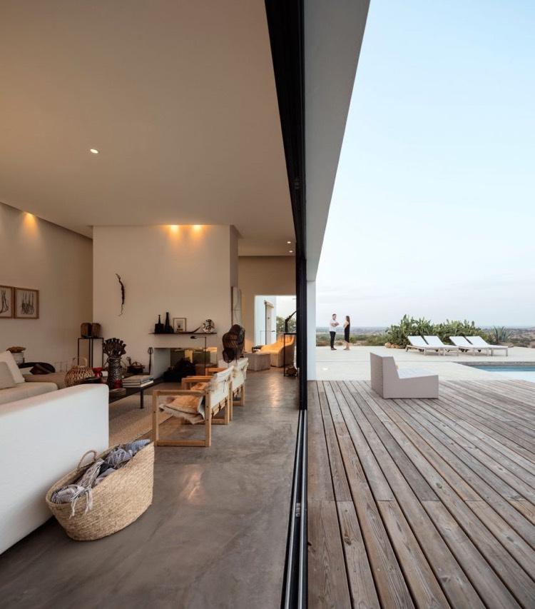 wonderful beton cire pour cheminee sol en beton cire grande baie vitree coulissante terrasse bois moderne