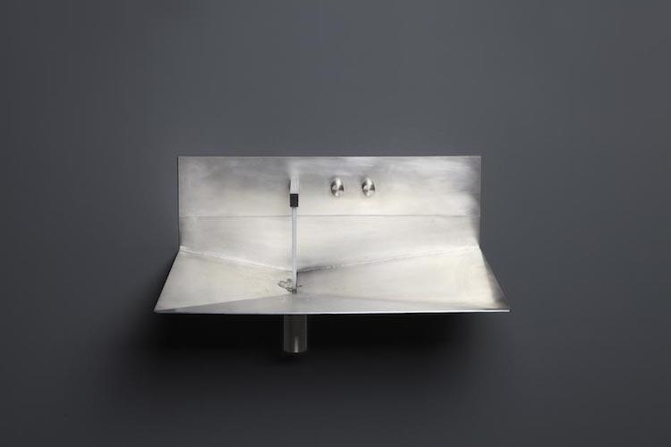 vier inox et vasque en Corian 2 lavabos minimalistes de design italien