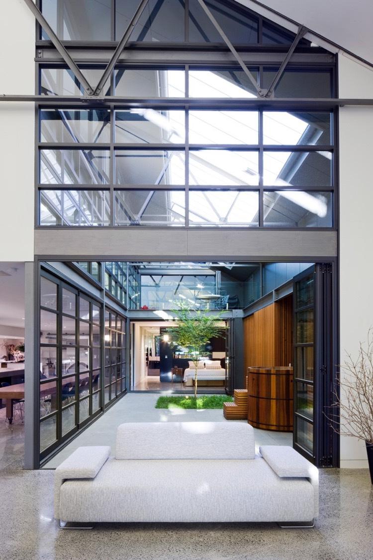 Verrire extrieure atelier pour confrer  la maison un aspect distinctif
