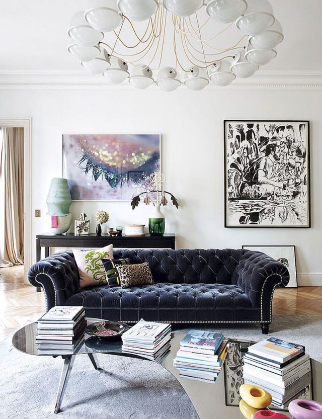 ambiance-salon-chic-canape-chesterfield-velours-capitonne-point-focal