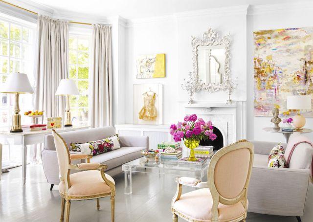 ambiance-salon-sophistique-blanc-chaises-medaillon-touches-jaunes