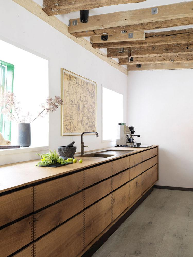 cuisine bois massif ou le moderne se